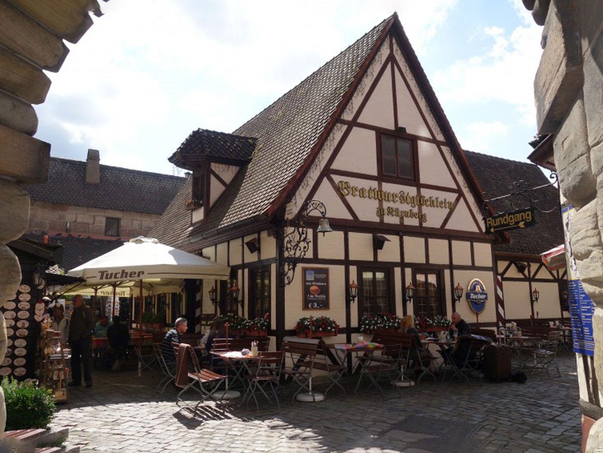 Behringer's Bratwurstglöcklein Historische Bratwurstküche im Handwerkerhof